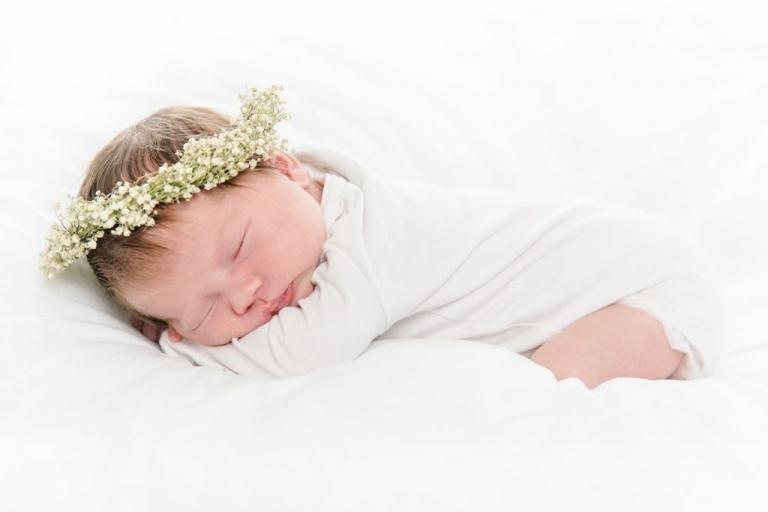 Baby mit Haarkranz